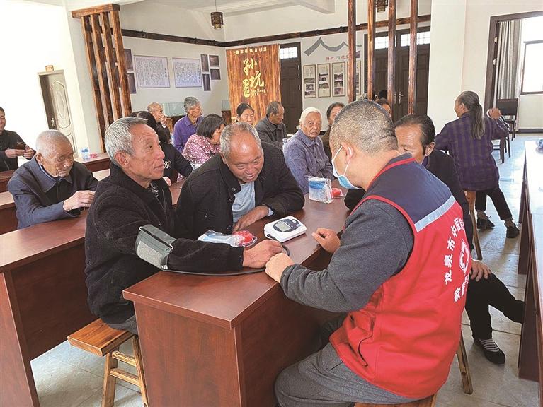 市中医院在小梅镇开展健康素养进文化礼堂知识讲座
