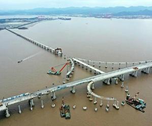 舟岱大桥 雏形显现