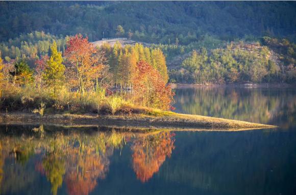 温泉湖秋色