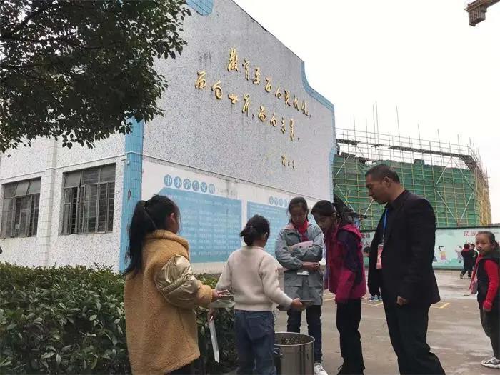 """蛟镇小学在泔水桶处设置摄像头,个个成""""光盘""""!"""