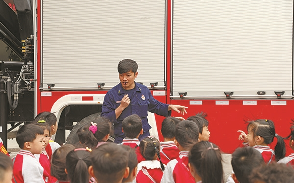 市机关幼儿园伟星城分园走进市消防救援大队参观体验