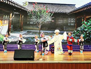 县实验小学二都戏《拾玉镯》选段获省中小学生艺术节一等奖