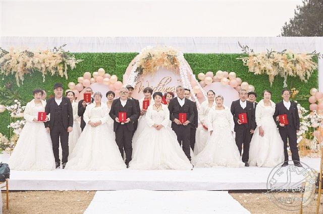 我市10对金婚夫妇举行金婚派对