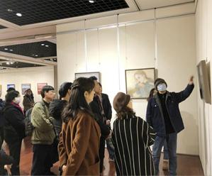 油画作品迎新展在市美术馆举行