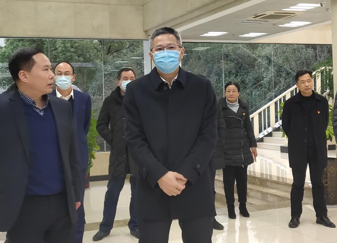 徐建役走访慰问银行业金融机构