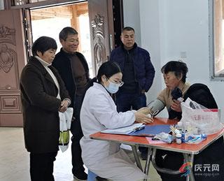县中医院开展中医下乡适宜技术服务及健康知识讲座活动