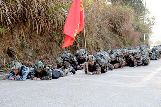 县人防应急救援队加强训练