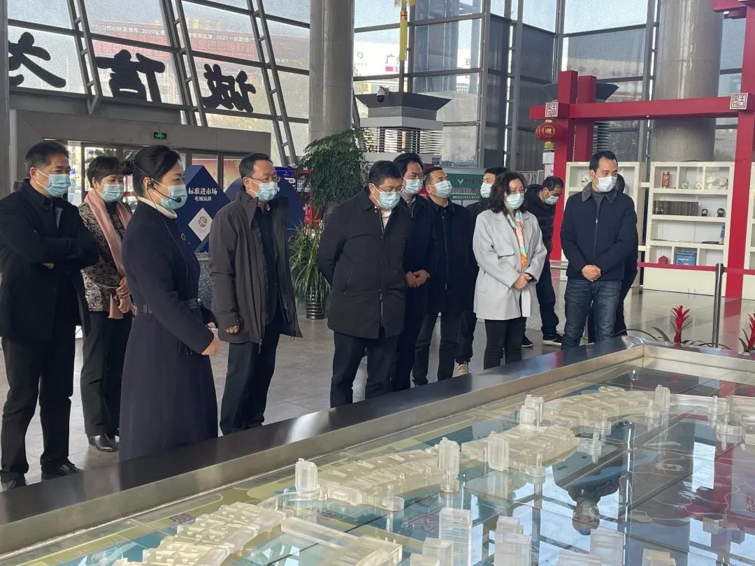 副省长、民盟省委会主委成岳冲赴义乌调研