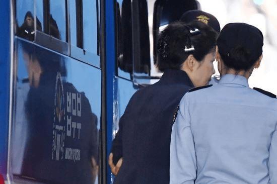 朴槿惠收到巨额罚款单