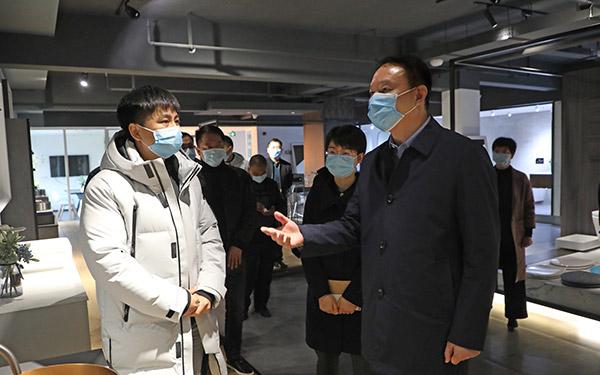 """梅式苗深入企业开展""""三服务""""活动"""