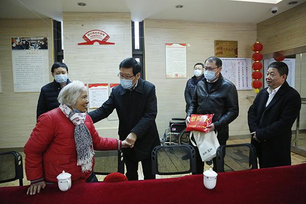 省委宣传部、省文明办慰问全国道德模范吴斌家属