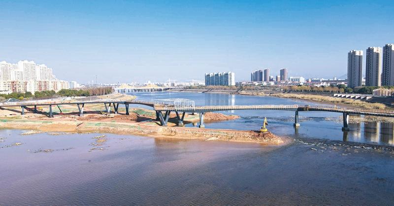 中央景观桥现雏形