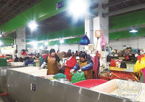 口罩一定要戴好!农贸市场商家、顾客佩戴口罩不规范