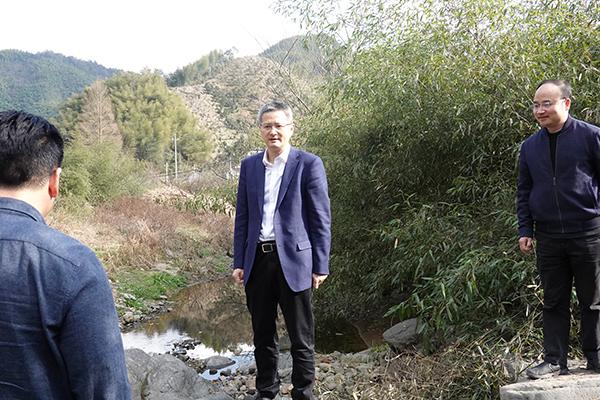 徐建役调研农村饮用水工作