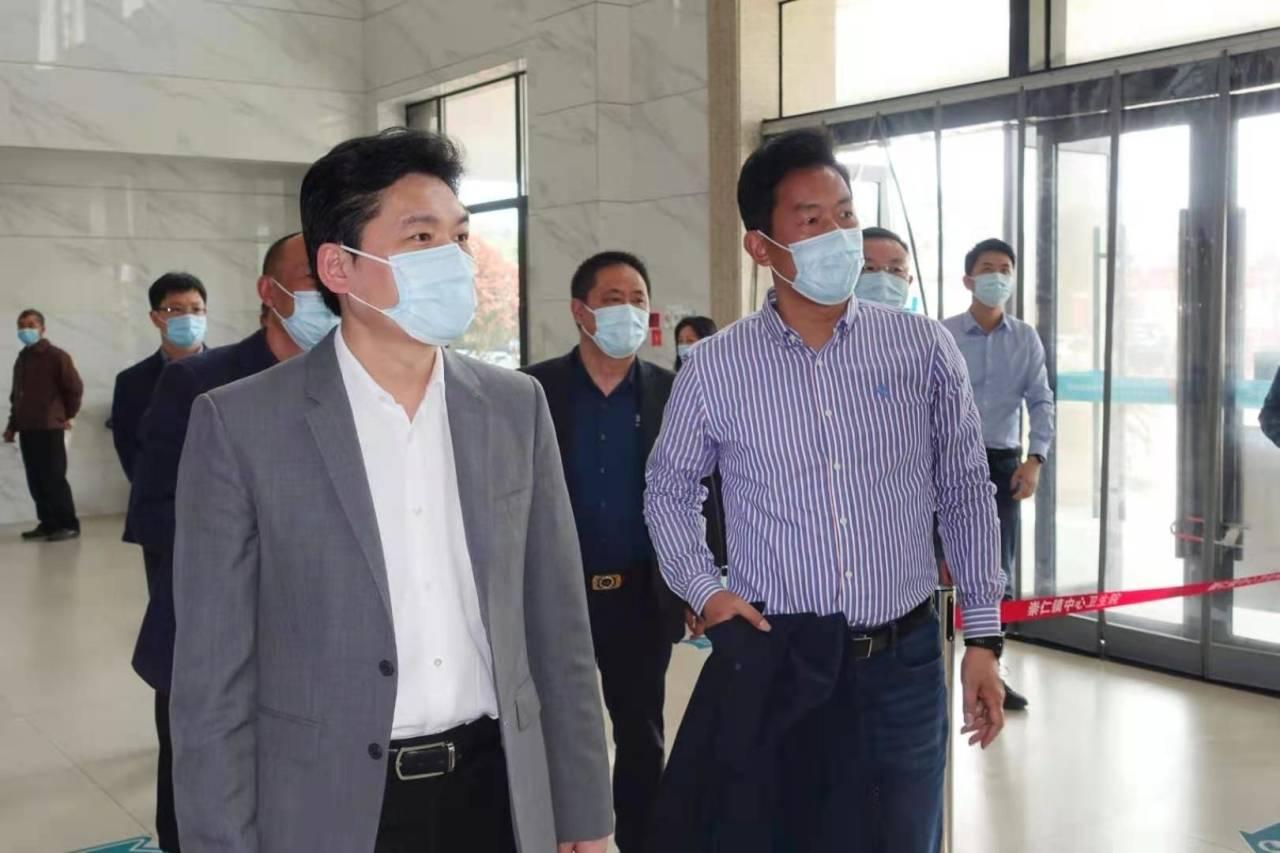 严钢:推进新冠病毒疫苗免费接种 构筑保障人民健康免疫屏障