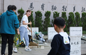 """29岁吕挺牺牲一年多 每周都有网友去他家看望""""父母"""""""