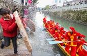 清明传统民俗闹村庄 德清这个女子龙舟队人均年龄超50岁