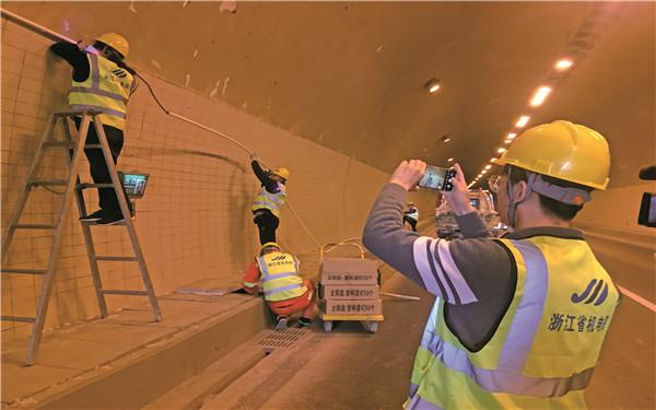 市公路与运输管理中心 省内首创管理模式 加强公路施工监管