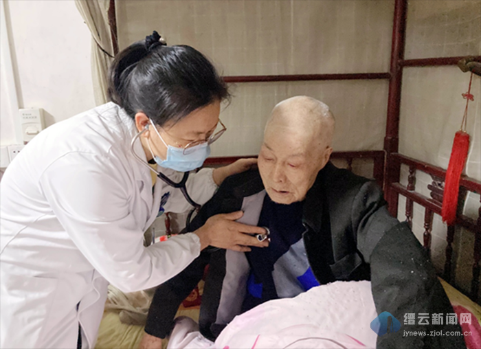 """缙云县人民医院""""医路有我""""党员志愿服务首站走进湖川村"""
