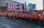"""杭州因你们而更美 1.7万名志愿者守护""""五一""""游客出行"""