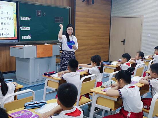 """华维文澜小学举行""""星联盟""""语文教师课堂教学风采展示活动"""