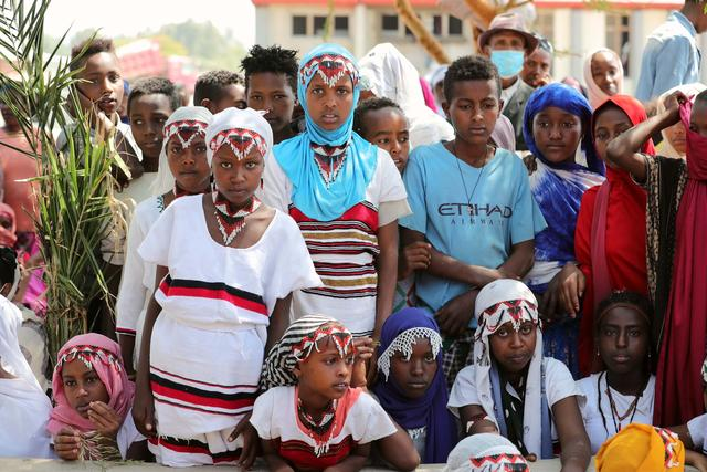 中国向埃塞俄比亚贫困儿童发放