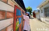 宁波女大学生回村手绘百米墙 扮靓文明风景线
