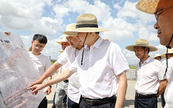 梅式苗在浙江头门港经济开发区现场办公破解难题