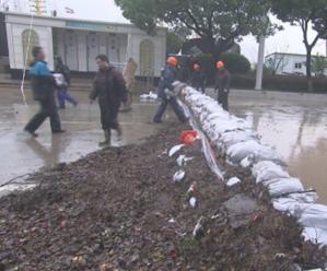 加高加固临时围堰 防御高潮海水倒灌
