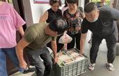 宁波这户家庭全家总动员,日夜向避灾安置点免费送餐!