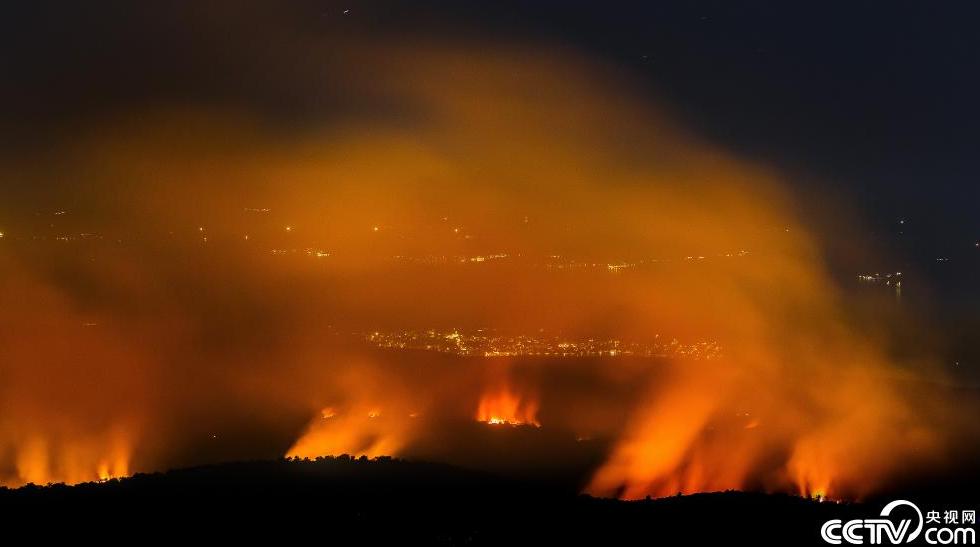 克罗地亚特罗吉尔古城附近发生山火