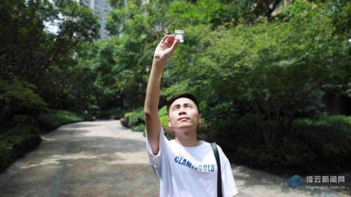"""我在人间卖云朵!浙江小伙一年卖出20多万朵云,""""治愈""""了4万多人"""