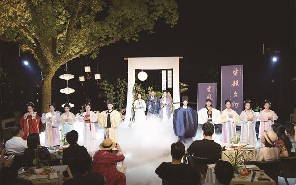 东湖知乐堂水榭里汉服走秀、琴箫演奏...节目精彩纷呈
