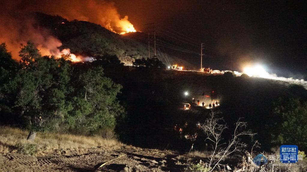 """""""阿利萨尔""""山火在美国加州快速蔓延"""