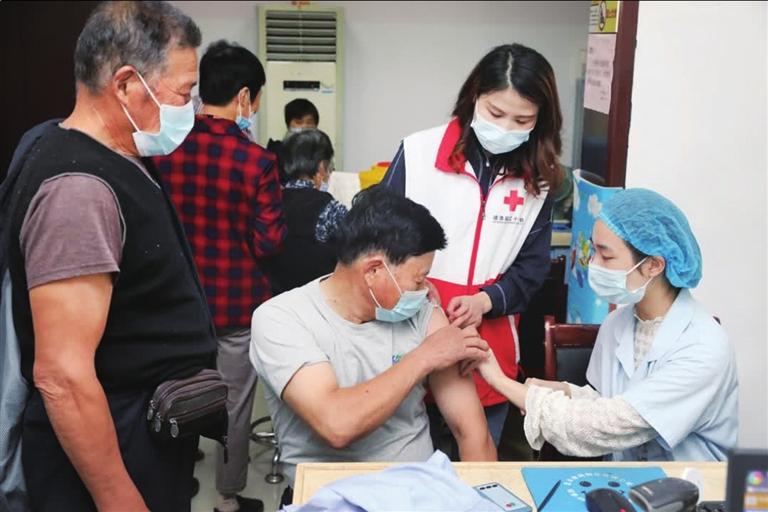 接种流感疫苗筑牢健康屏障