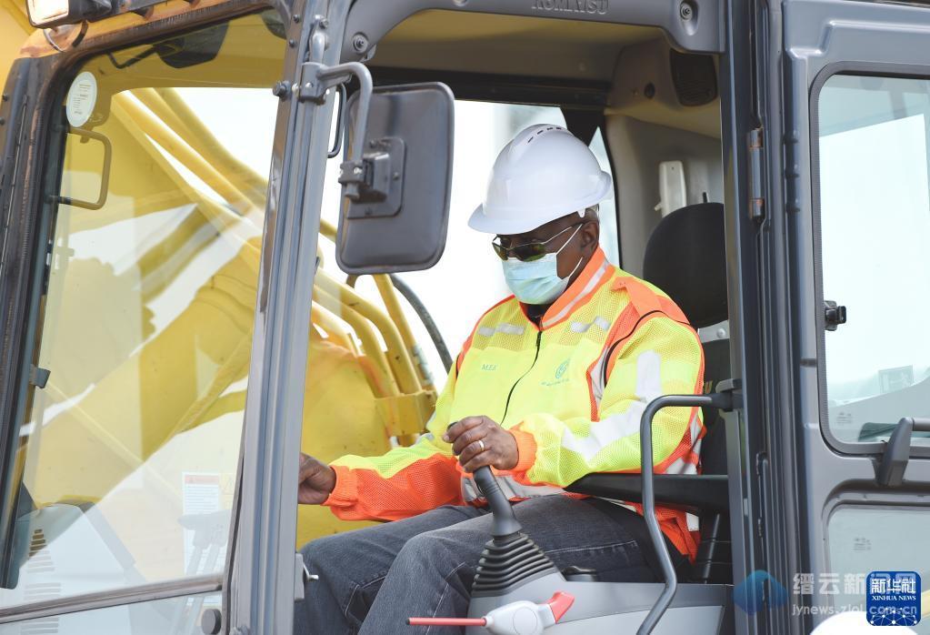 博茨瓦纳总统出席中企承建供水管线项目开工仪式