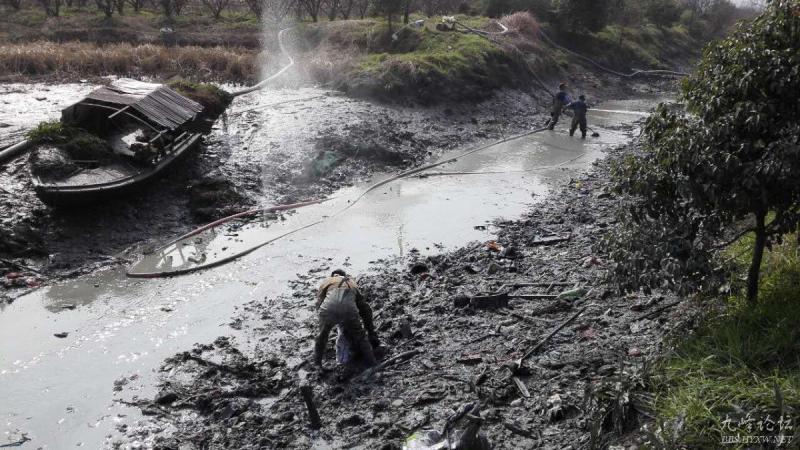 澄江开展西官河河道清淤整治