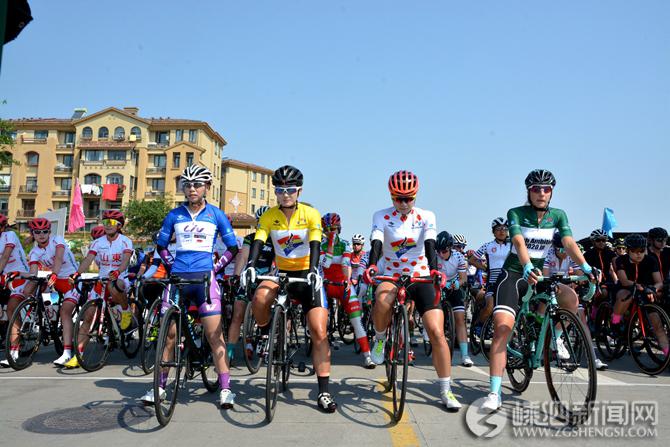 女子国际公路自行车赛落幕 越南选手阮志寿麦获多日赛总冠军