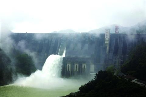 湖南、黄坛口两大水库开闸泄洪