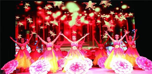 举行庆祝新中国成立70周年社区文艺晚会